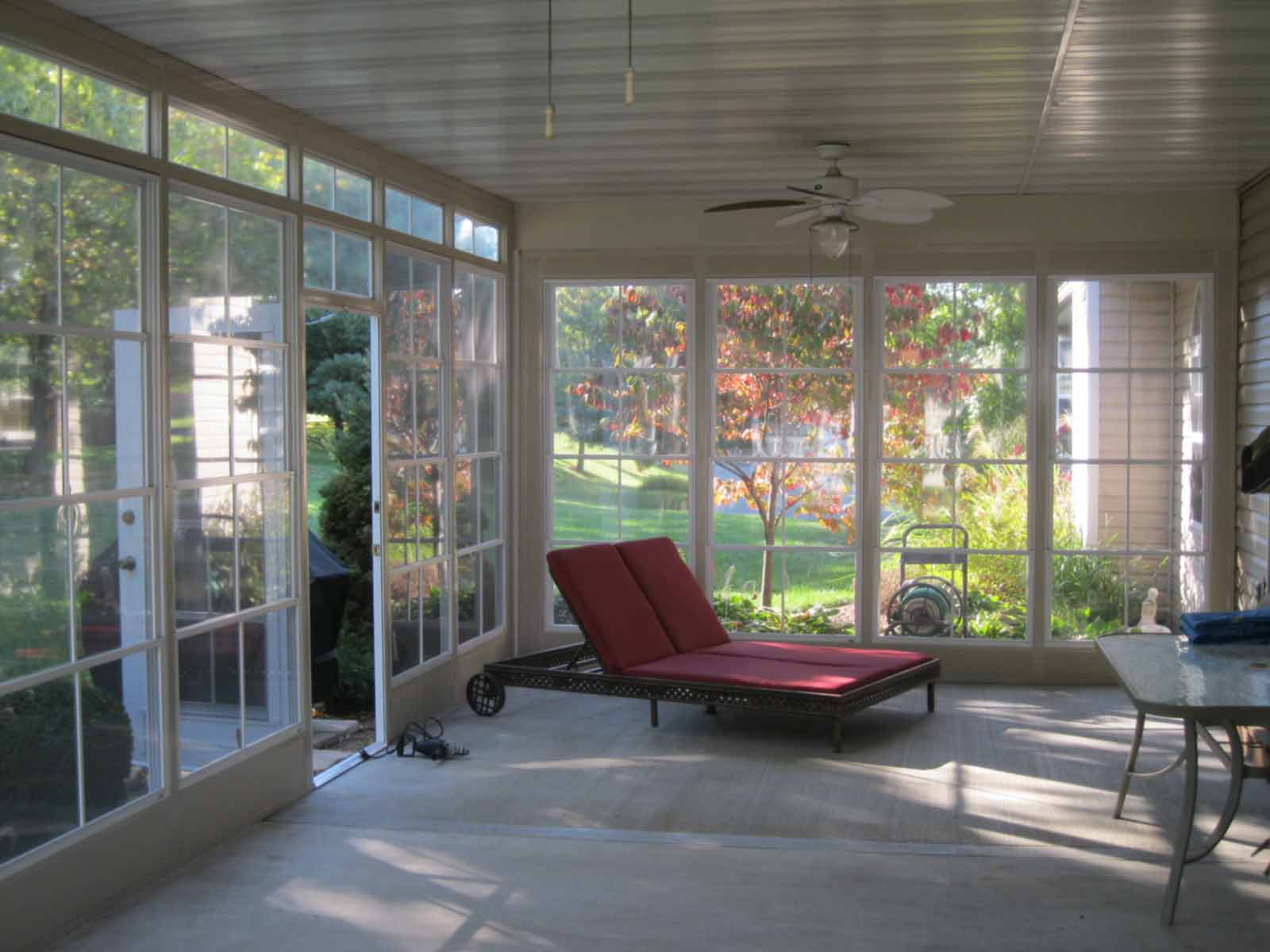 Choosing furniture for your st louis patio room for Porch rooms